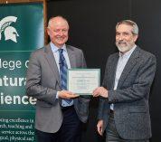 Jeffrey Conner received faculty mentor award from NatSci Dean Duxbury