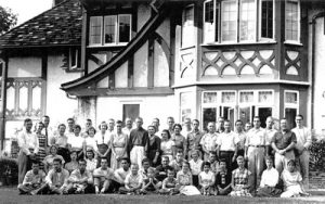 Historical photo of summer class group in front of Manor House 1950's