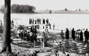 1930's historical photo of visitors overlooking Wintergreen Lake at Kellogg Bird Sanctuary